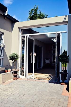 Bokmakierie-Guest-House_Entrance_2015-(3)