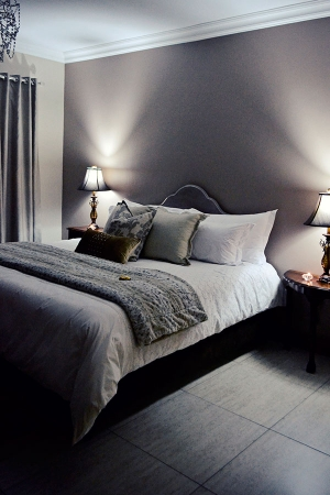 Bokmakierie-Guest-House_Rooms_Night-(15)